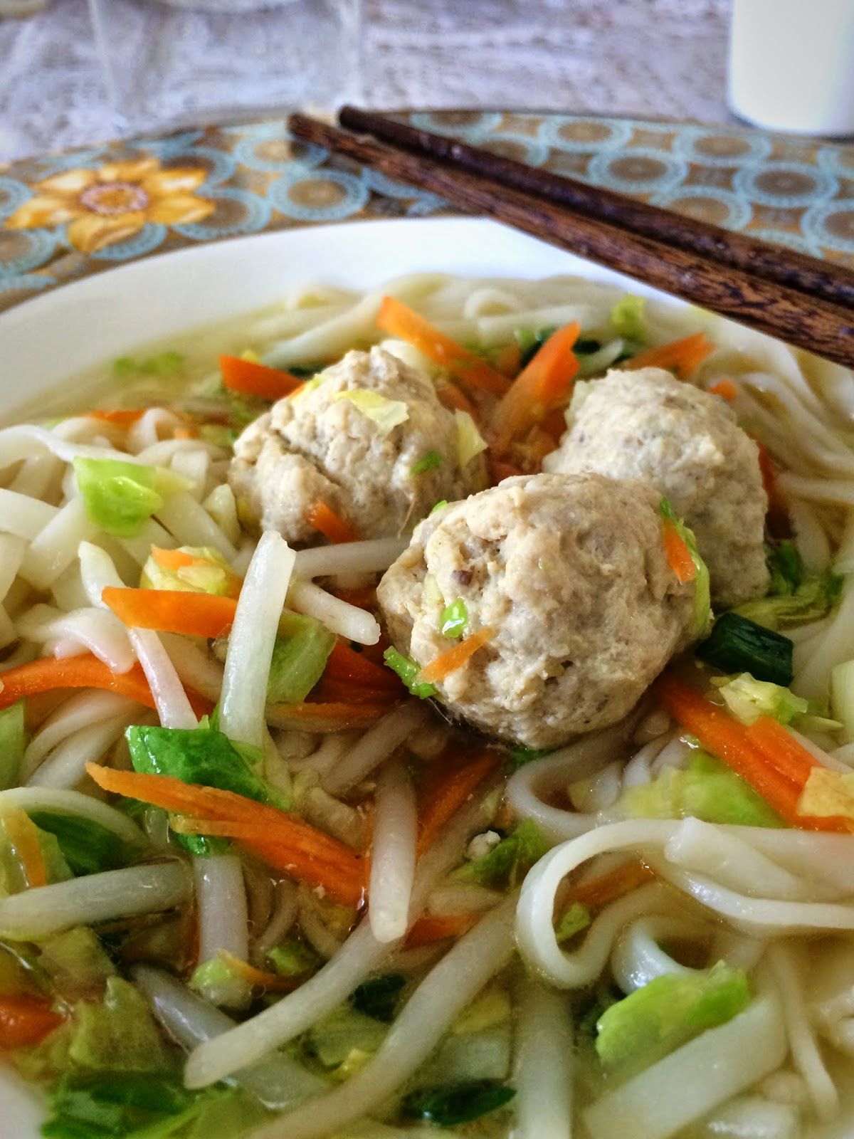 Chicken meatball noodle soup nudler