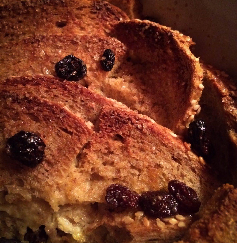 Oppskrift :: Kneippbrødpudding med smør, rom og rosiner – uten melk!