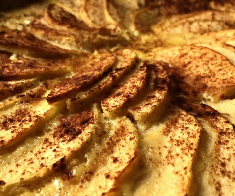 Oppskrift :: Eplekake med innebakt vaniljesaus :: Tarte aux pommes Alsacienne